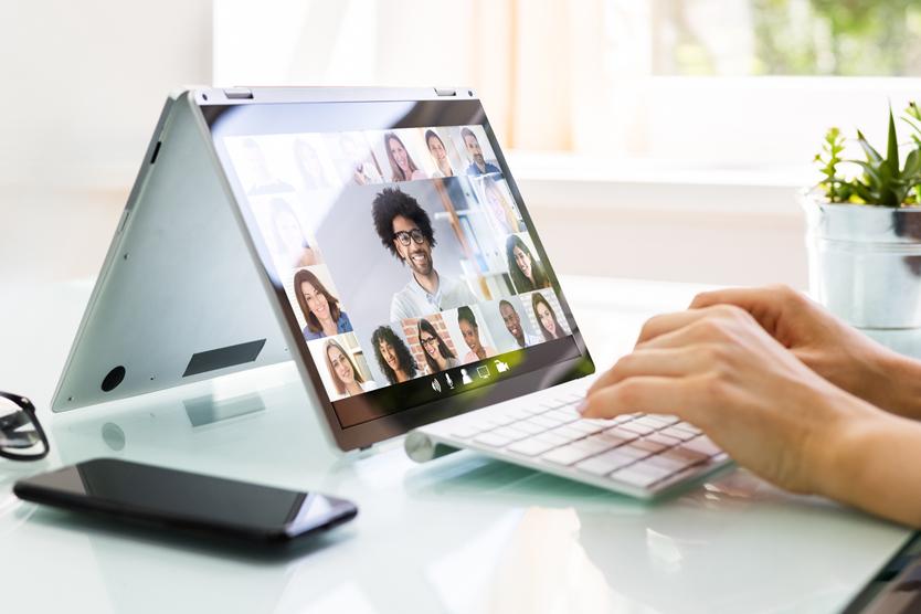 Tablet mit Online-Webinar